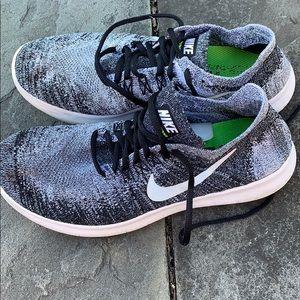 Nike Shoes - Nike freerun flyknit Oreo